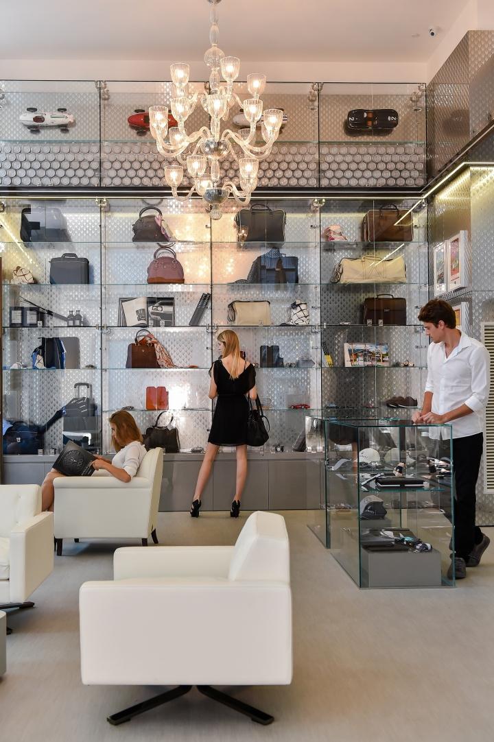 Дизайн маленького магазина Casa Maserati