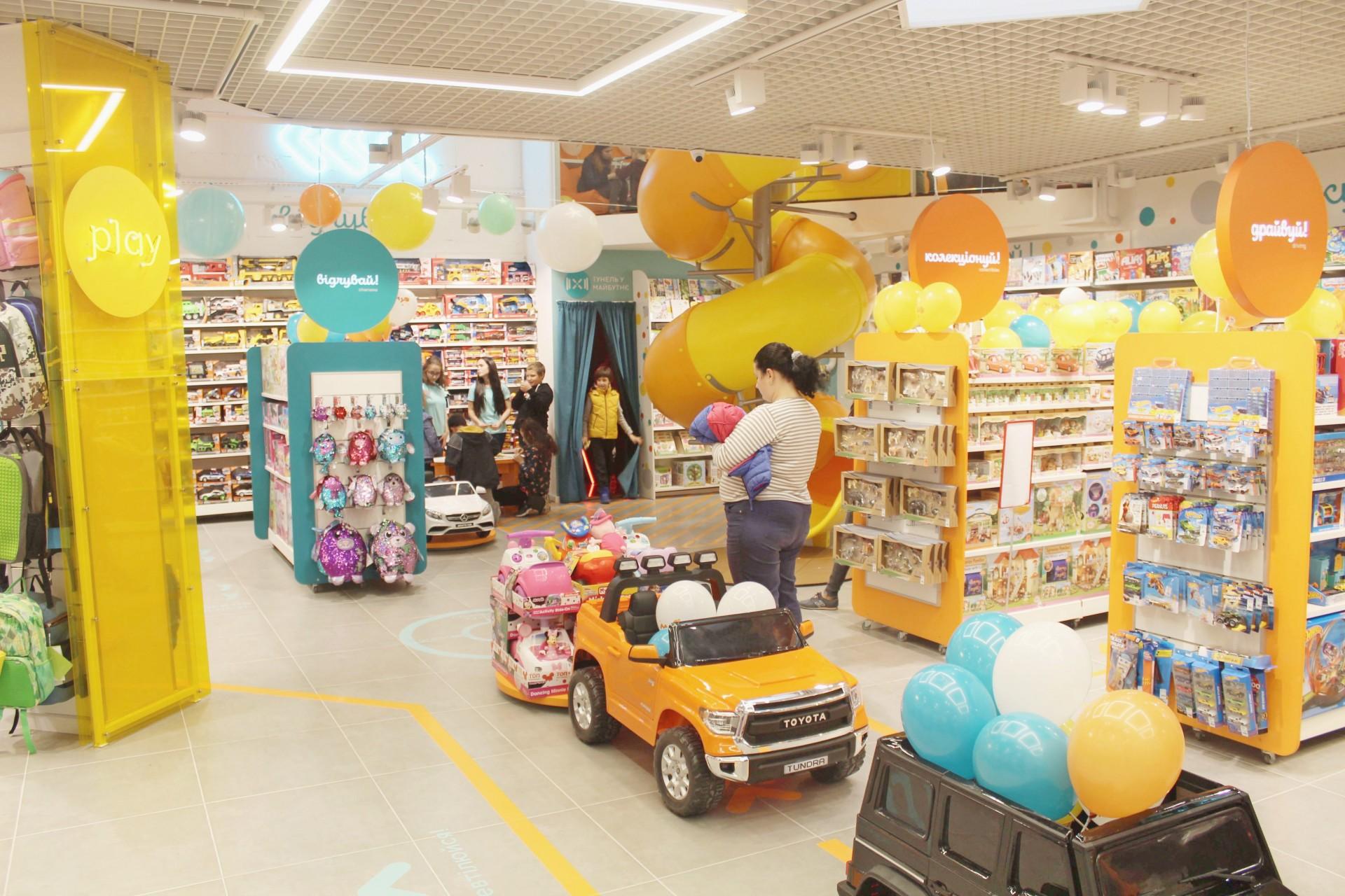 Пример мультиформатного торгового помещения: хаб «Лаборатория талантов» в MYplay, Днепр