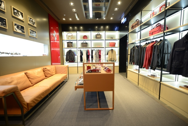 Дизайн фирменного магазина Ferrari