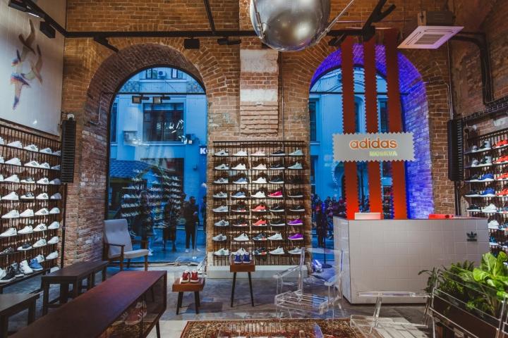 Adidas Originals: интерьер спортивного магазина
