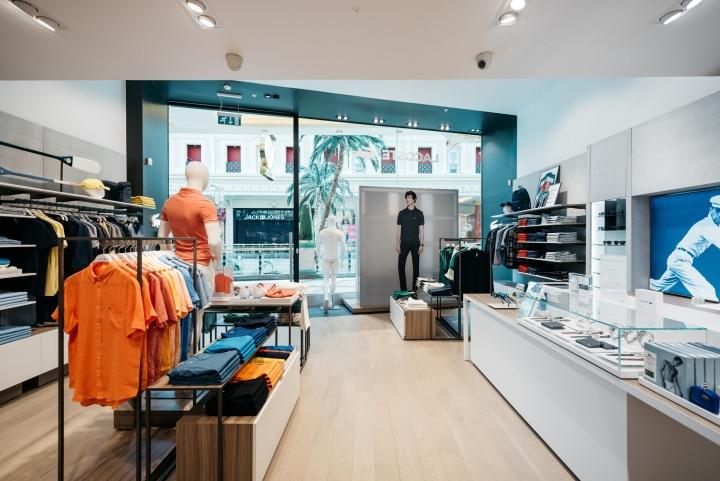 Оформление магазина Lacoste