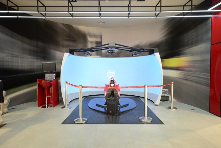 Динамичный дизайн магазина Ferrari