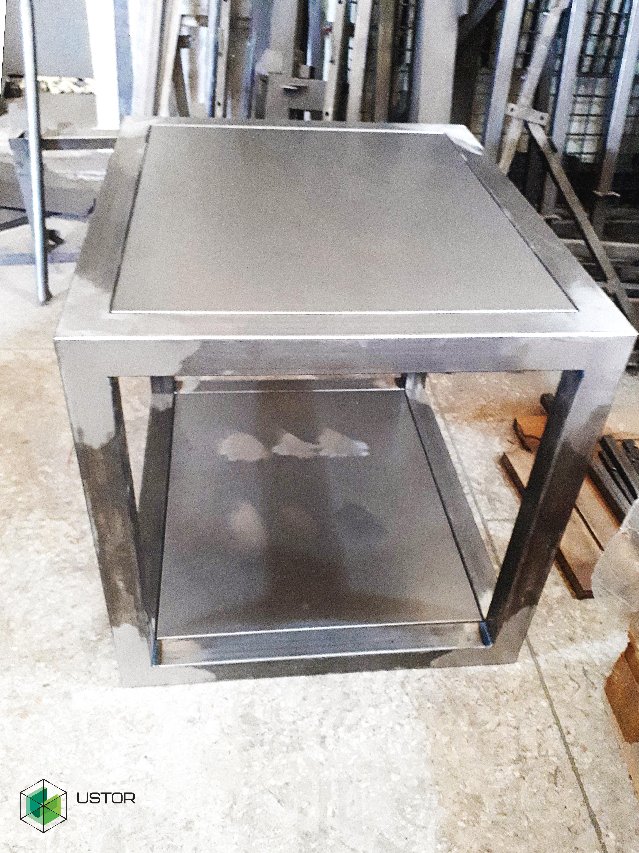 Металлический куб для экспозиции на выставке