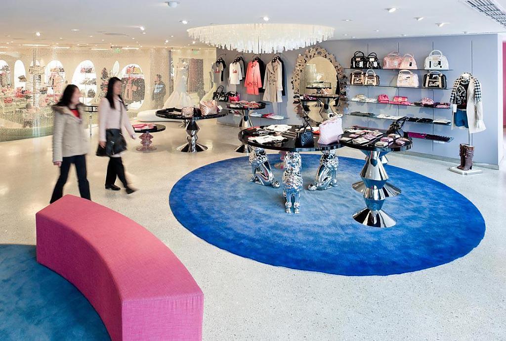 Магазин Barbie в Шанхае: примеры стеллажей