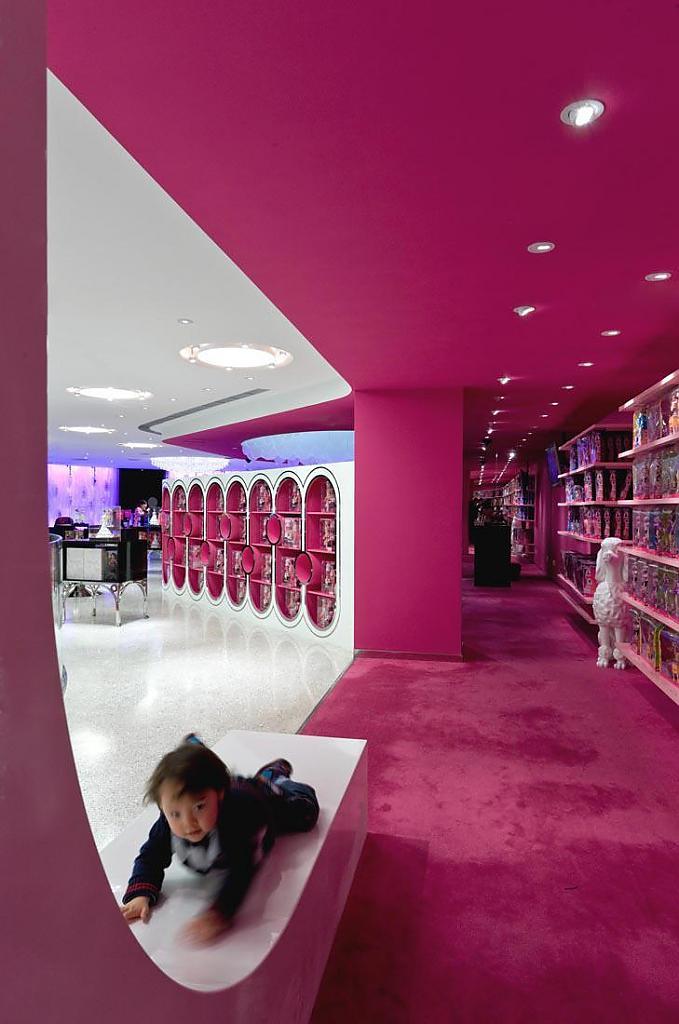 Магазин Barbie в Шанхае: что внутри