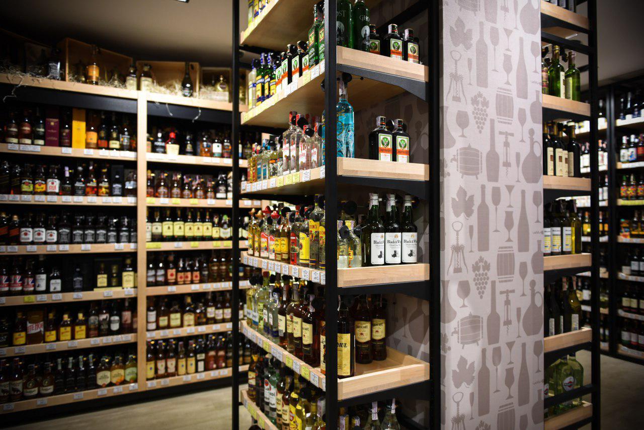 Приклади стелажів для продуктових магазинів