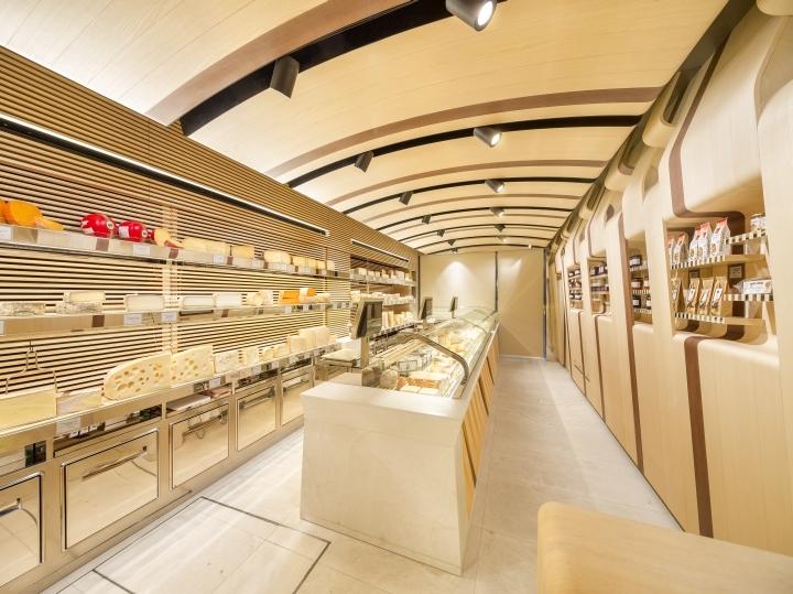 Продуктовый магазин Fromagerie Alleosse в Париже (Франция)