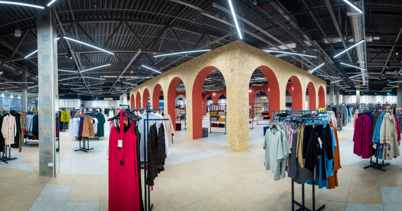 "Eco-friendly approach in retail [case study ""Vsi. Svoi"" by Ustor]"